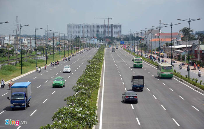Đại lộ Phạm Văn Đồng - Lộ giới 120m với 12 làn xe